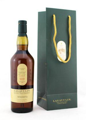 Lagavulin 2017 Distillery Exclusive-F2-900x1250-Malt Whisky Agency